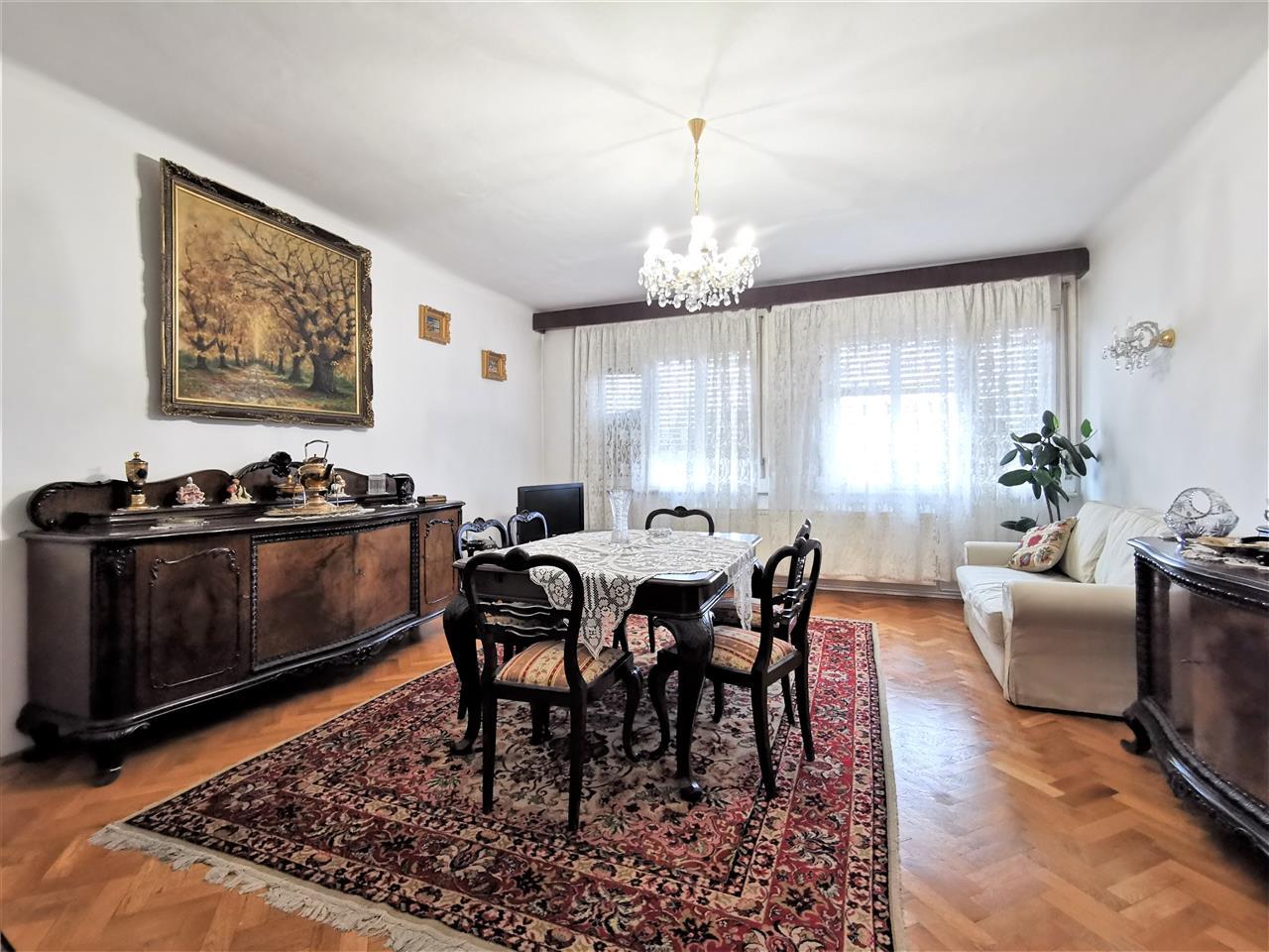 Apartament 3 Camere decomandat zona centrala str Horea